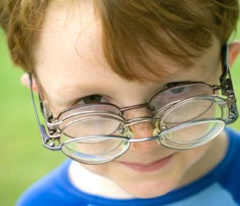 青少年近视眼主要诱发因素