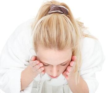 凉开水洗脸让你越洗越白!