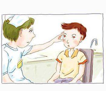 天热泳池中易感染红眼病