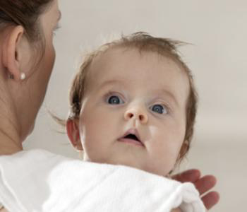 宝宝总是眨眼睛要怎么办才好