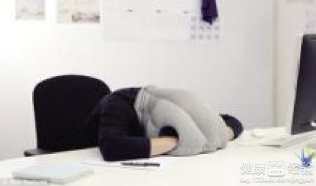 午休趴在桌子上睡的危害 上