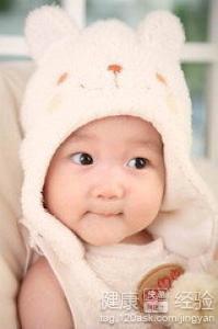 宝宝 童安/如果宝宝在出生以后,肚脐上的脐带一直不掉的话,建议宝宝爸爸...