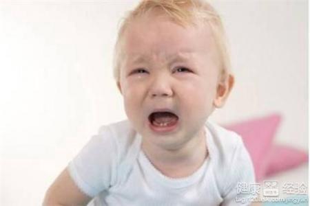 孩子嗓子有小白點咳嗽
