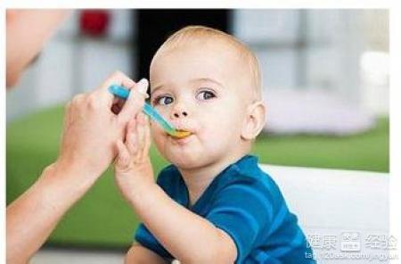宝宝喉咙痛发烧呕