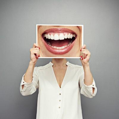 牙周病让花季少女牙齿脱落