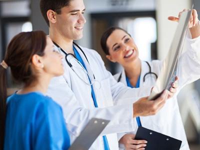 在终身重疾险和定期重疾险之间要如何选择?有什么配置建议吗?