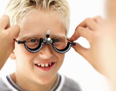 配镜 原则 儿童弱视/儿童弱视多数有不同程度的屈光不正,配镜原则如下: