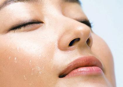 该手术通过鼻孔缘进行所以鼻外表不会有疤痕