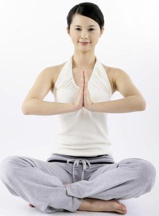 教你如何做翘臀运动 3个动作练成翘臀美女