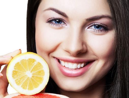 很多爱美女性通过用填充物填充苹果肌的方法来塑造显
